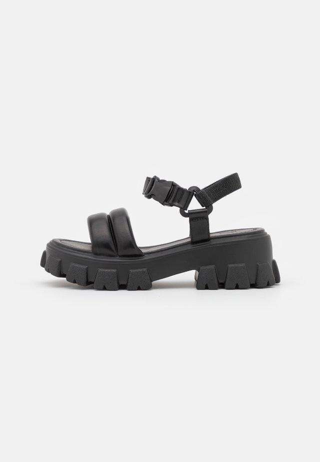 CHLO SLIDER - Sandały na platformie - black