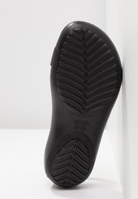Crocs - SERENA  - Tøfler - black - 6