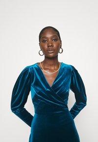 Closet - CLOSET WRAP FRONT PUFF SHOULDER DRESS - Day dress - teal - 3