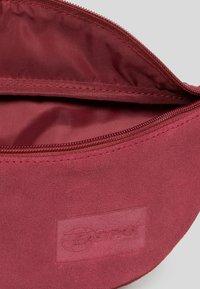Eastpak - LEATHER SUEDE/TRIBUTE - Bum bag - suede merlot - 4