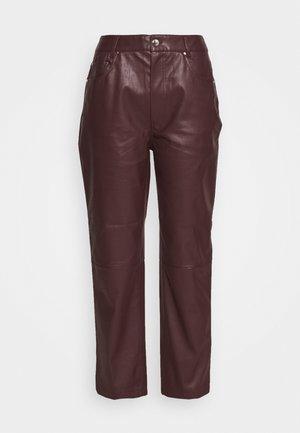 MARESA TROUSERS - Pantalon classique - rot