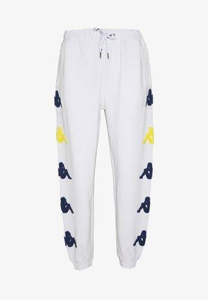 AUTHENTIC SAND CRUMB - Pantaloni sportivi - white/blue/yellow