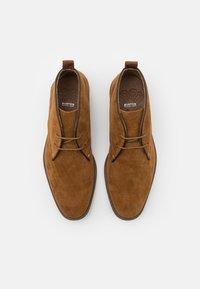 Burton Menswear London - COHEN CHUKKA - Sznurowane obuwie sportowe - tan - 3