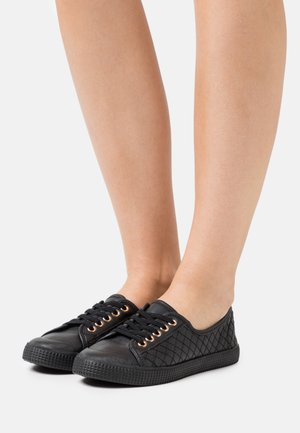 MAJORETTE QUILTED LACE UP - Sneakers laag - black