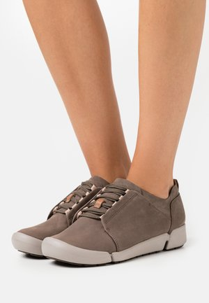 TRI BELLA - Trainers - grey