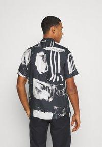Neuw - JOUSEFF ART - Košile - black art - 2