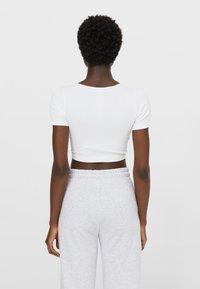 Stradivarius - Basic T-shirt - white - 2