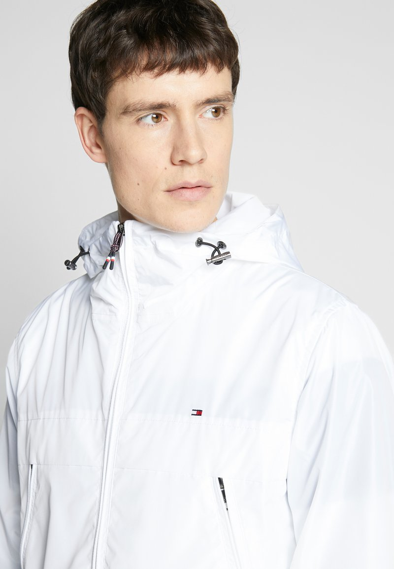 Tommy Hilfiger - LIGHT WEIGHT HOODED  - Summer jacket - white