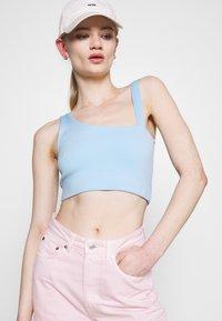 Weekday - ROWE SPLIT - Jeans straight leg - light pink - 3