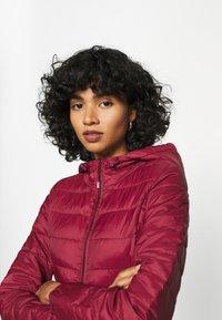 Vero Moda - VMMIKKOLA SHORT HOODY JACKET - Light jacket - cabernet - 3