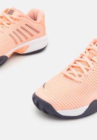 K-SWISS - HYPERCOURT EXPRESS 2 HB - Multicourt tennis shoes - peach nectar/graystone/white - 5