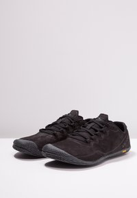 Merrell - VAPOR GLOVE LUNA - Minimalist running shoes - black - 2