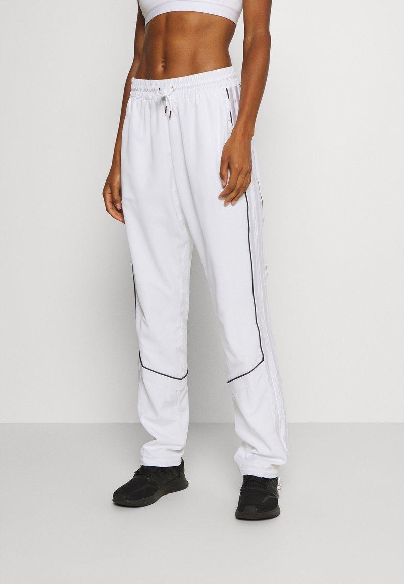 adidas Performance - AEROREADY SPORTS BASKETBALL PANTS - Pantalones deportivos - white