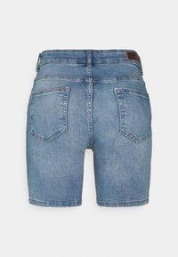 ONLY Tall - ONLBLUSH MID - Shorts di jeans - light blue denim - 1
