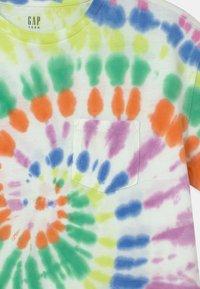 GAP - BOY  - Print T-shirt - multi-coloured - 2