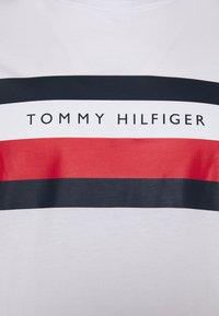 Tommy Hilfiger - STRIPE TEE - Print T-shirt - white - 2