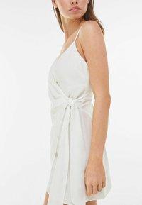 Bershka - Denní šaty - white - 3