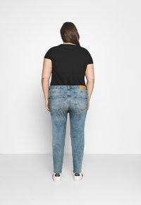 ONLY Carmakoma - CARENEDA MOM - Straight leg jeans - light blue denim - 2