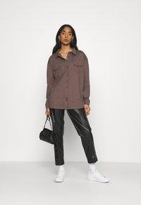 Missguided - POCKET DETAIL - Skjorte - brown - 1