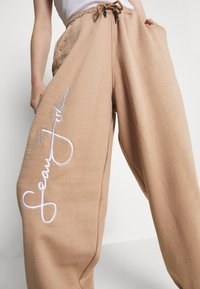 Missguided - SIGNATURE 90S - Tracksuit bottoms - brown - 5