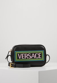 Versace - BORSA C/TRACOLLA E PATCH - Across body bag - nero - 0