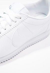 Nike Sportswear - CORTEZ - Sneaker low - white - 5
