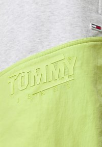 Tommy Jeans Plus - COLORBLOCK  - Shorts - silver grey heather/faded lime - 5