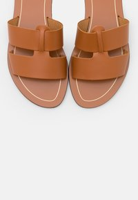 J.CREW - INTERLOCKING CYPRESS  - Mules - roasted pecan