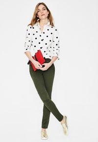 Boden - DAS NEW CLASSIC - Button-down blouse - off-white - 1