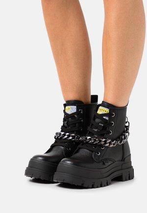 VEGAN ASPHA CHAIN - Platform ankle boots - black/silver