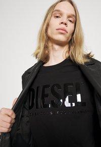 Diesel - JUST INLOGO UNISEX - Print T-shirt - black - 4