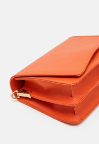 Pieces - PCDILISH CROSS BODY KEY - Borsa a tracolla - orange ochre - 3