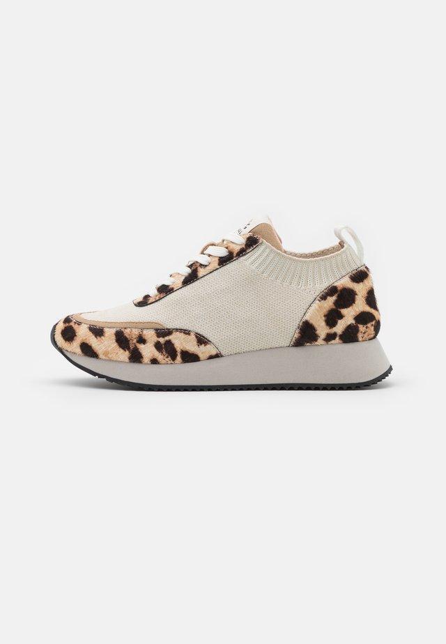 REMI - Sneakers - mocha