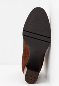PERLATO - Classic ankle boots - cognac - 6