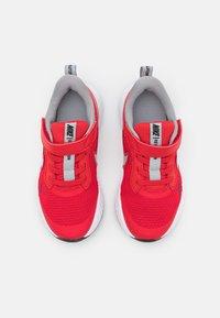 Nike Performance - REVOLUTION 5 UNISEX - Neutrální běžecké boty - university red/light smoke grey/black/white - 3