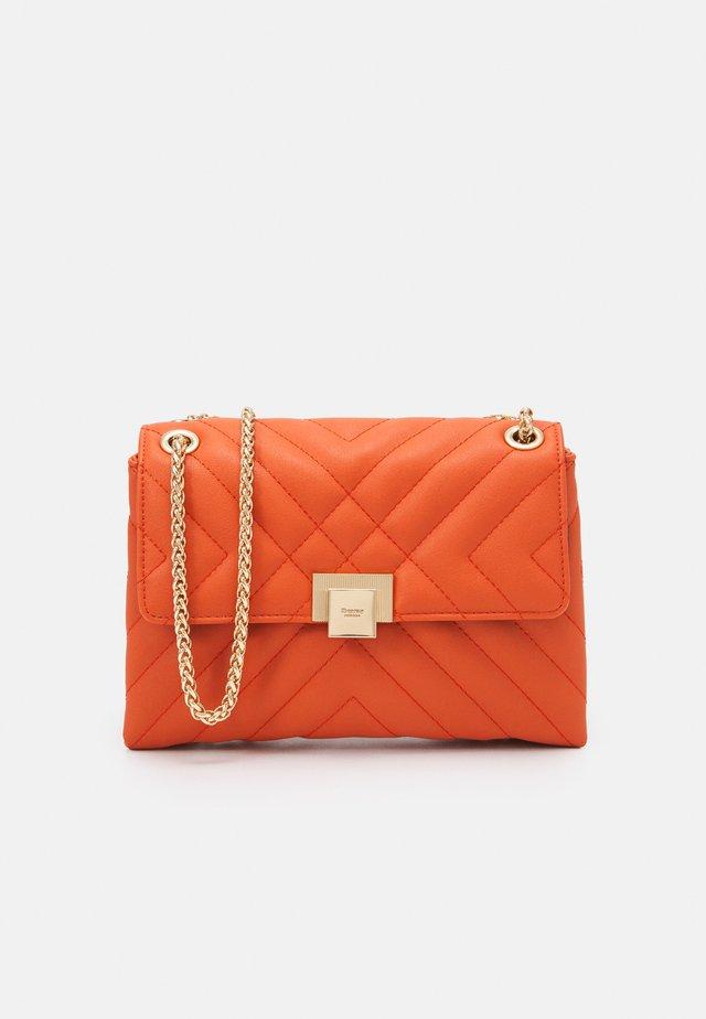 DORCHESTER - Handbag - orange