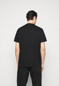 Michael Kors - SPLIT BLOCK TEE - Print T-shirt - black - 2