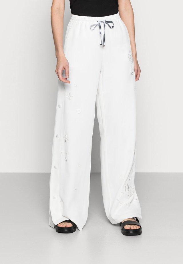 FLUID CREPE WIDE LEG PANT - Kalhoty - white