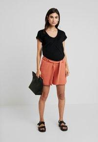 9Fashion - NATALLY - Shorts - brick orange - 1