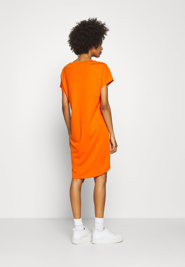 DRESS OVERCUT SHOULDER ROUND NECK - Vestido ligero - sunbaked orange