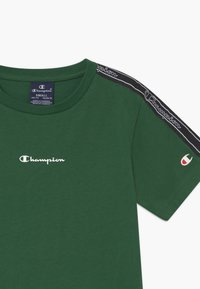 Champion - LEGACY AMERICAN TAPE CREWNECK - T-shirt z nadrukiem - dark green - 3