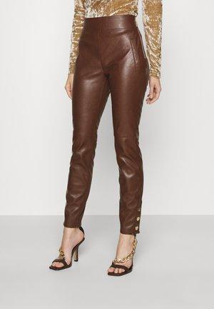 NOVA PANTS - Pantaloni - dark brown