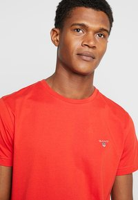 GANT - THE ORIGINAL - T-shirt - bas - blood orange - 4