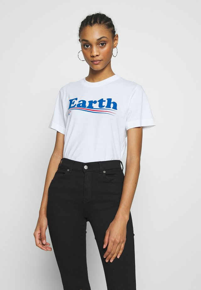 MYSEN VOTE EARTH - T-shirt z nadrukiem - white