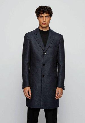 NYE2 - Classic coat - open blue