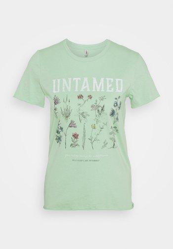ONLLUCY LIFE WILDFLOWER  - Print T-shirt - sprucestone/untamed