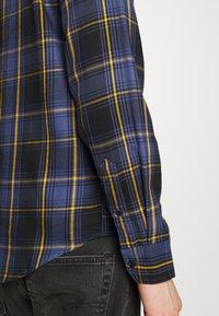 Levi's® - SUNSET POCKET STANDARD - Camicia - dark blue/blue/yellow - 5