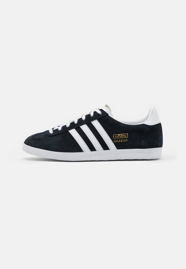 GAZELLE SPORTS INSPIRED SHOES - Baskets basses - core black/footwear white/gold metallic