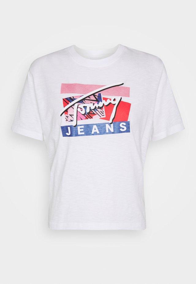 SIGNATURE LOGO TEE - T-shirt imprimé - white