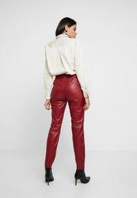 Apart - PANTS - Pantalon classique - bordeaux - 2